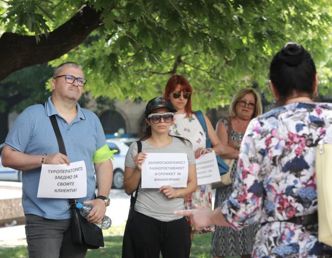 Протест на туроператорите