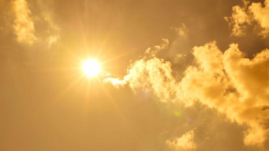 <p>Опасно време утре: Жълт код за горещини в цялата страна</p>
