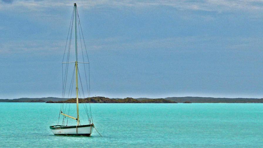 <p>Мистерия: намериха кораб с 20 мъртви край Бахамите</p>
