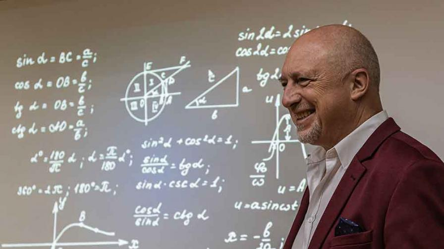Ивайло Старибратов – математикът, който иска да внесе логика и разум в политиката