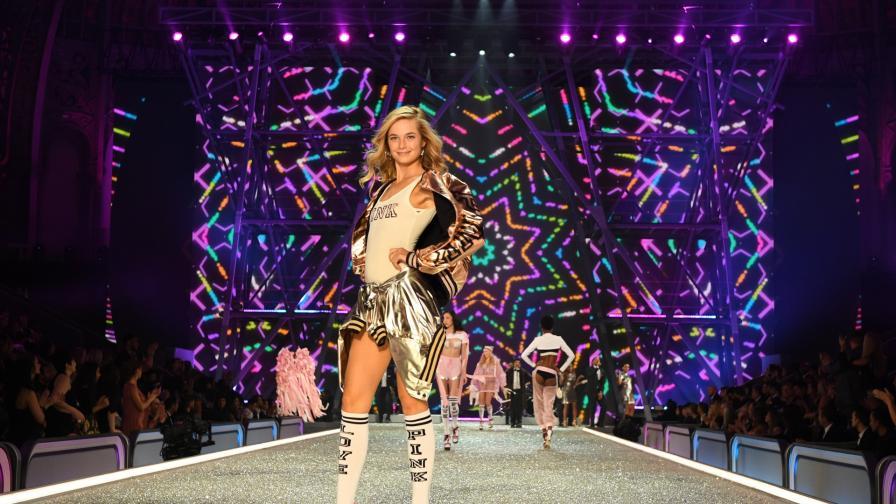 """Бриджет Малкълм на шоуто на Victoria""""s Secret през 2016 г."""