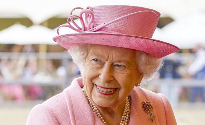 Най-високото отличие за храброст: Кралица Елизабет II награди британската здравна служба