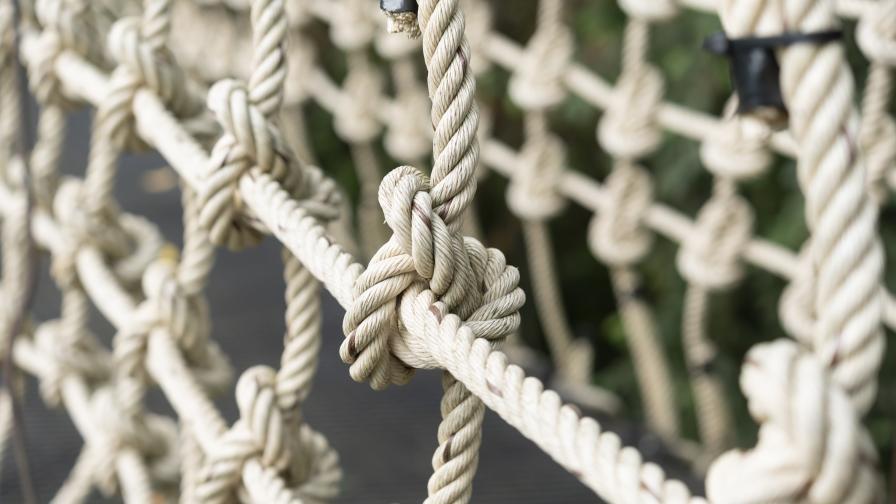 Скъса се носещо въже на мост над р. Искър край Своге