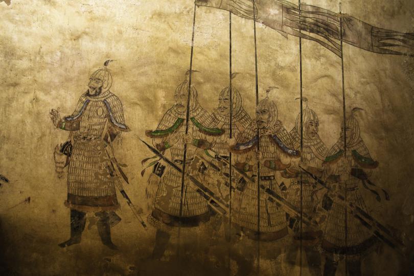 <p><strong>Династия Тан</strong><br /> <br /> Смята се, че първата четка за зъби е създадена в Китай. Тя датира от времето на династията Тан. Тези антични четки за зъби са имали дръжка, изработена от кост или бамбук. Косъмчетата на тези четки за зъби са били изработени от грубите косми на сибирските свине.</p>