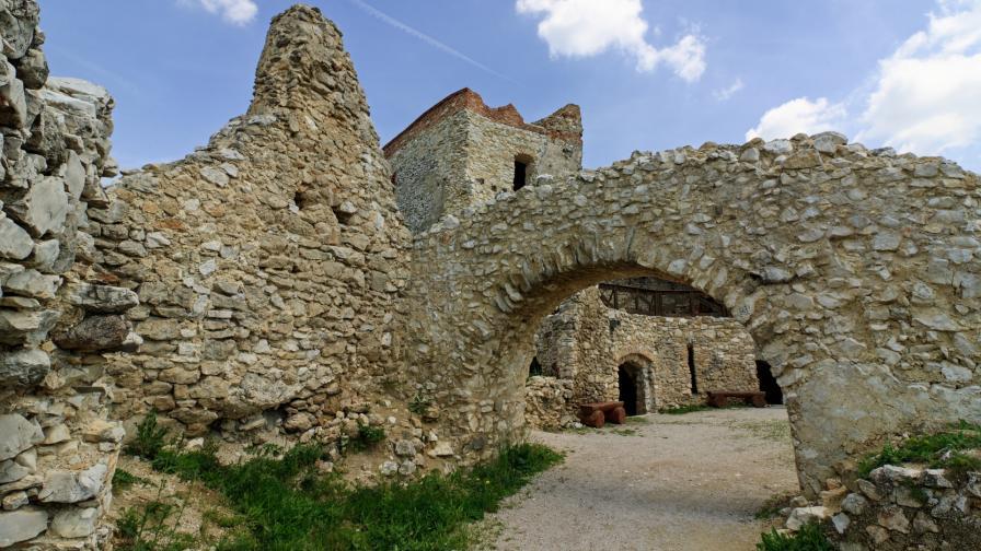 Замъкът Чахитце, в който Елизабет Батори намира смъртта си като затворничка