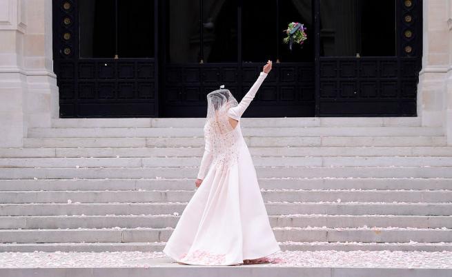 """Цветя, пайети и ярки цветове: Chanel в градината на музея """"Галиера"""""""