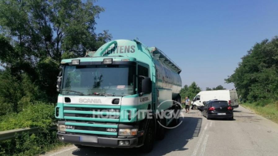 Катастрофа на пътя София-Варна, има ранен (СНИМКИ)