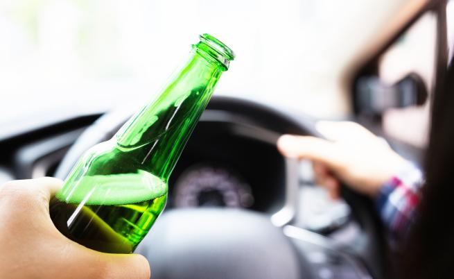 Пияна и дрогирана жена без книжка помете 4 коли в Слънчев бряг