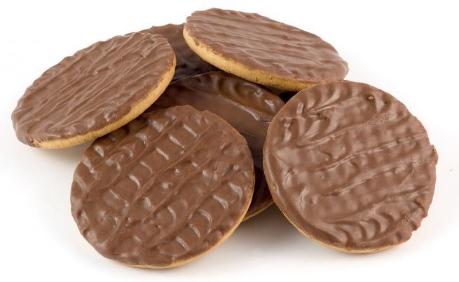 За максимална наслада: Как се яде бисквита, покрита с шоколад само от едната страна