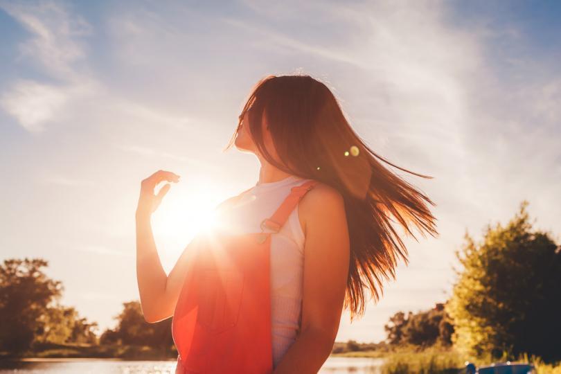 <p><strong>Рак: Мирогледът ви се усъвършенства, вие също</strong></p>  <p>Тази седмица космосът ви насърчава да се освободите от страховете си и да прегърнете непознатото. Възможно е на рамото ви да кацнат неочаквани възможности и от вас зависи да се възползвате от тях. Може дори да бъдете изкушени от приповдигнат авантюристичен дух, който ви потиква да оставите настрана познатото и да създадете нови преживявания. Жадни сте за нови изживявания и утоляването на това желание ще допринесе много за личното ви израстване. Животът е твърде кратък, за да седите отстрани и да гледате как всички останали правят нещо смело, Раци!</p>