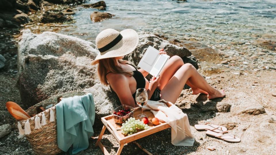 жена плаж лято книга