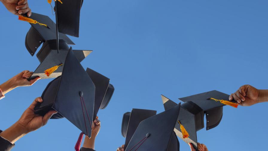 Все по-малко ще завършват висше образование до 2025 г.
