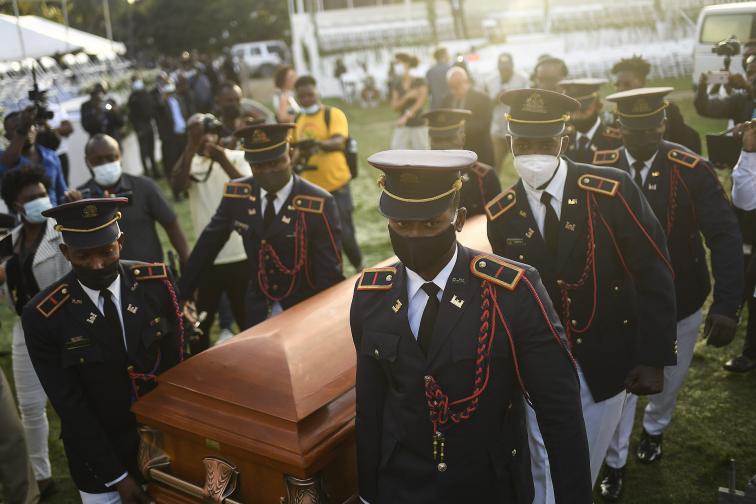 Две седмици по късно погребаха президента на Хаити Жовенел Моиз
