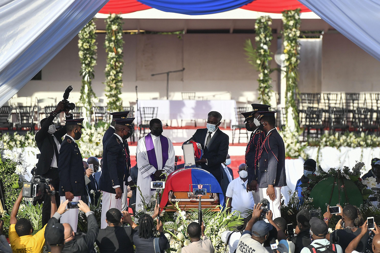 <p>Две седмици по-късно погребаха президента на Хаити Жовенел Моиз</p>