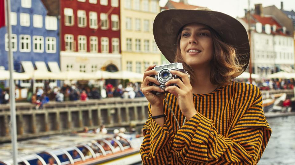жена пътуване копенхаген
