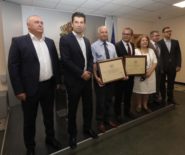 Министърът на икономиката издава сертификати за инвестиция клас А клас