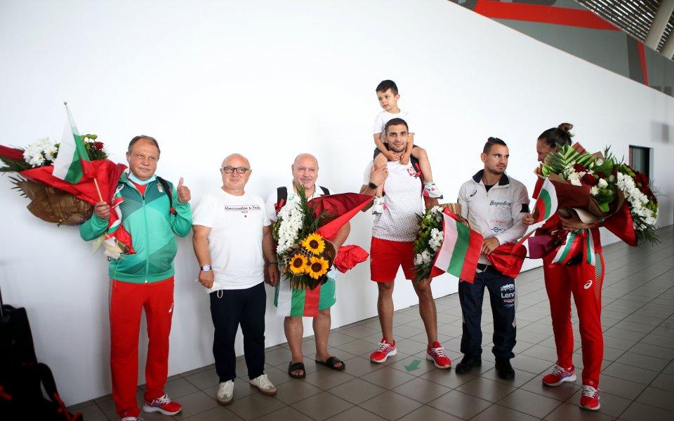 Трима от българските олимпийци се прибраха на родна земя