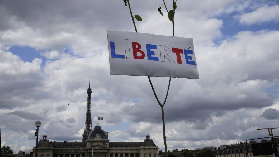 Големи протести срещу ковид мерките във Франция