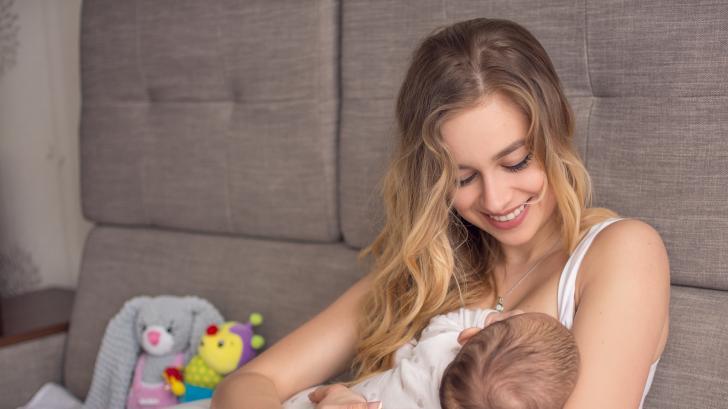 Световната седмица на кърменето и звездните майки, които го нормализираха