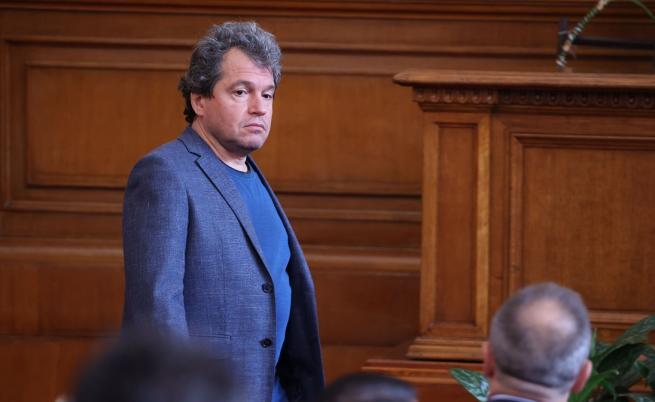 """Тошко Йорданов: """"Изправи се!"""" са лъжци"""