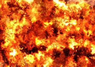 Гори голям пожар в предградията на Атина