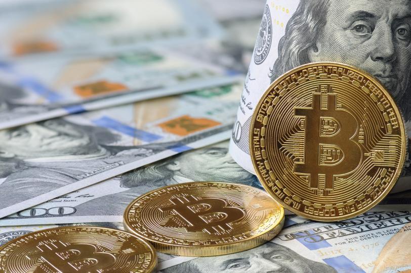 <p><strong>Щатският долар ще се срине</strong></p>  <p>Според прогнозите на Нострадамус през 2022 г. инфлацията ще излезе извън контрол и щатският долар ще се срине, а златото, среброто и биткойните ще се считат за активи, в които си струва да инвестирате повече пари.</p>