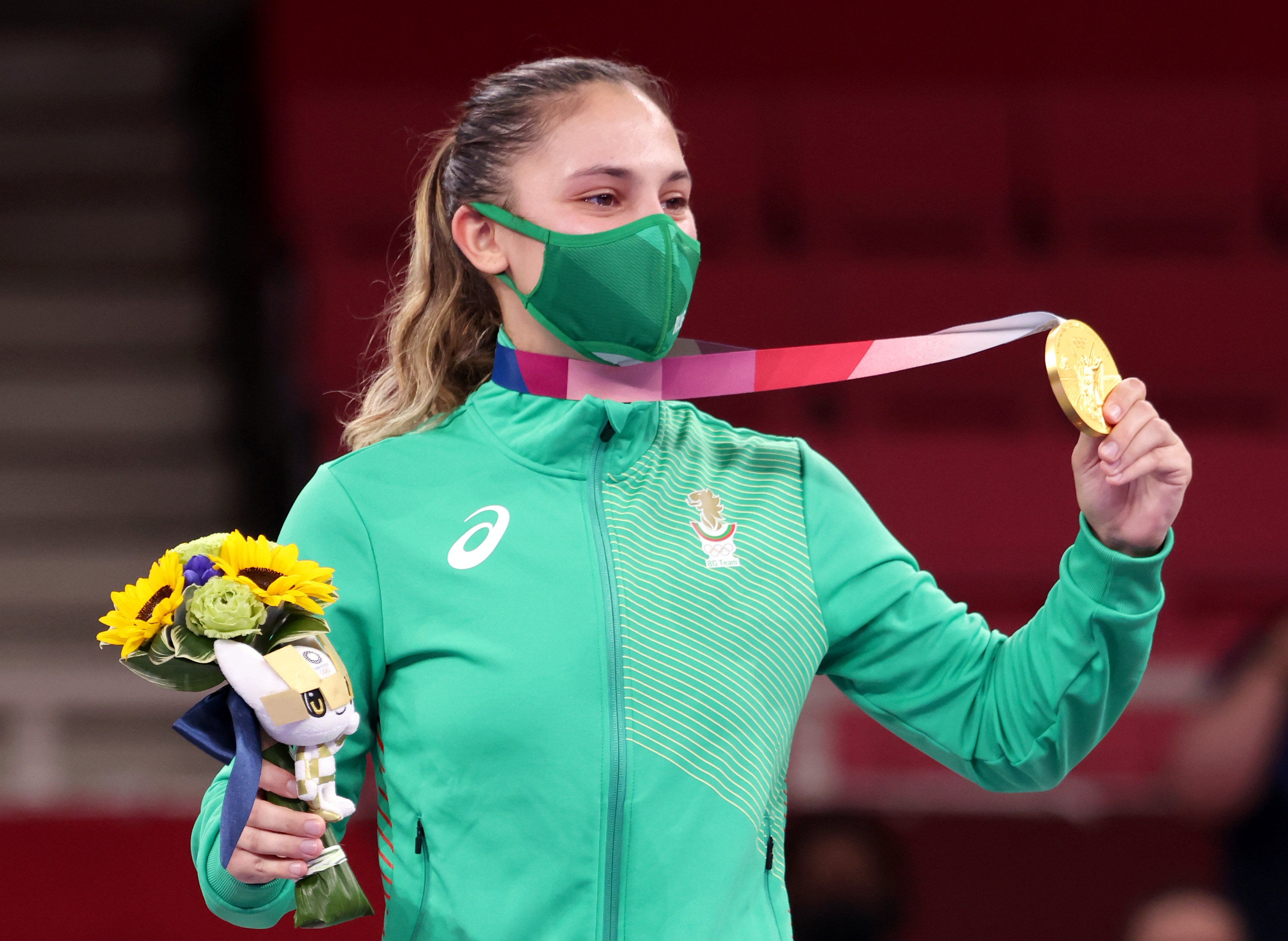 <p>21-годишната Ивет Горанова записа пет убедителни победи в дисциплината кумите на каратето и спечели първа олимпийска титла за България след пауза от 13 години</p>