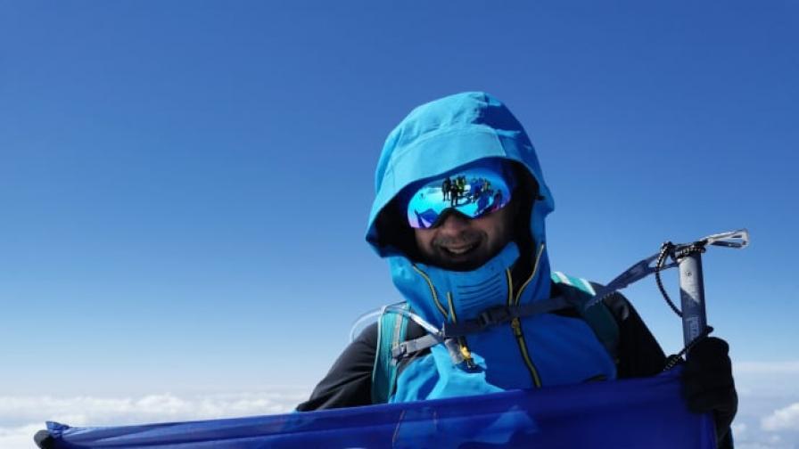 Възпитаник на Американския университет покори връх Елбрус
