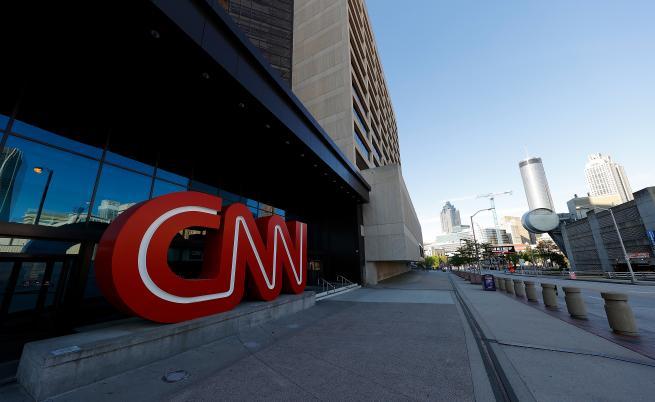 CNN уволни трима служители, защото отишли неваксинирани на работа