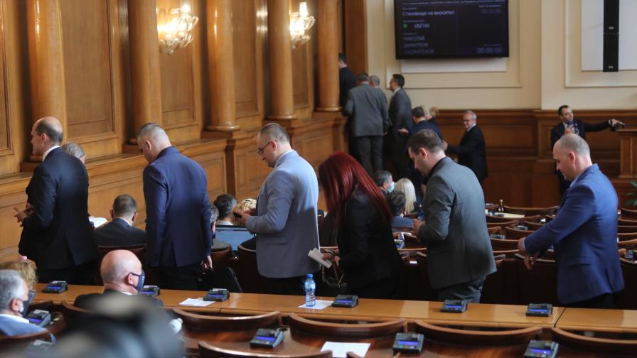 <p>Спряха заседанието на НС заради хаоса с бюджета</p>