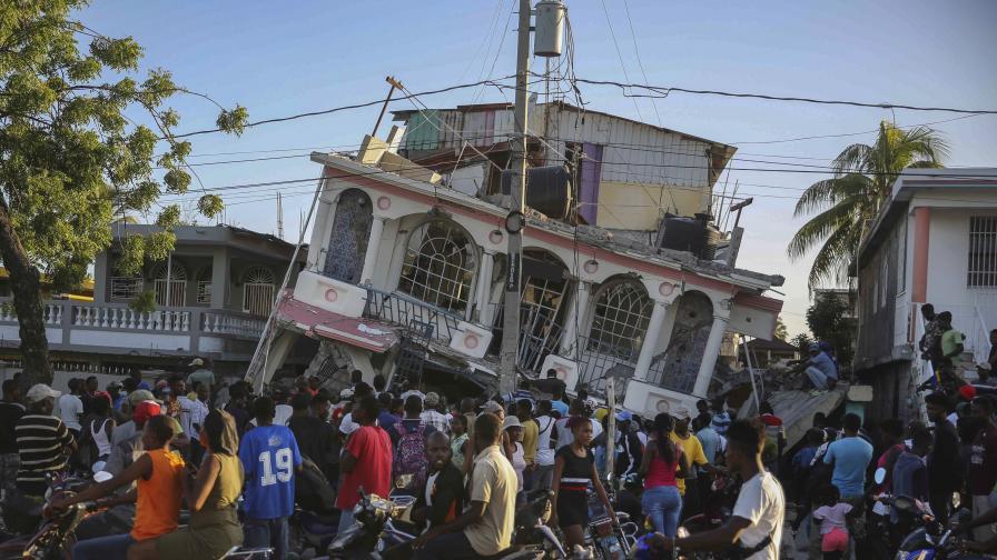 Расте броят на жертвите на земетресението в Хаити