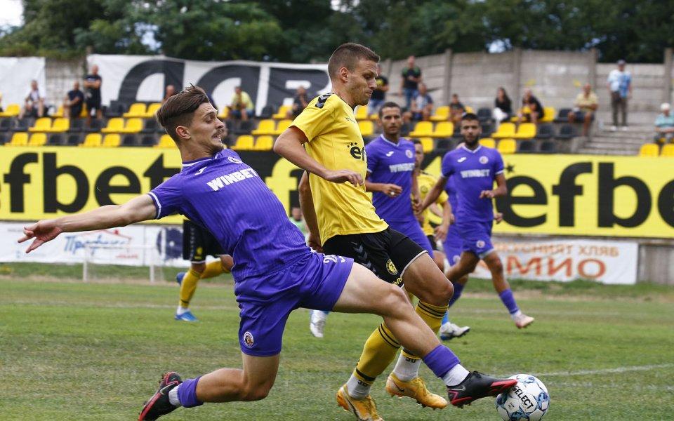 Етърприема столичния Септемврив мач от поредния кръг на Втора лига.