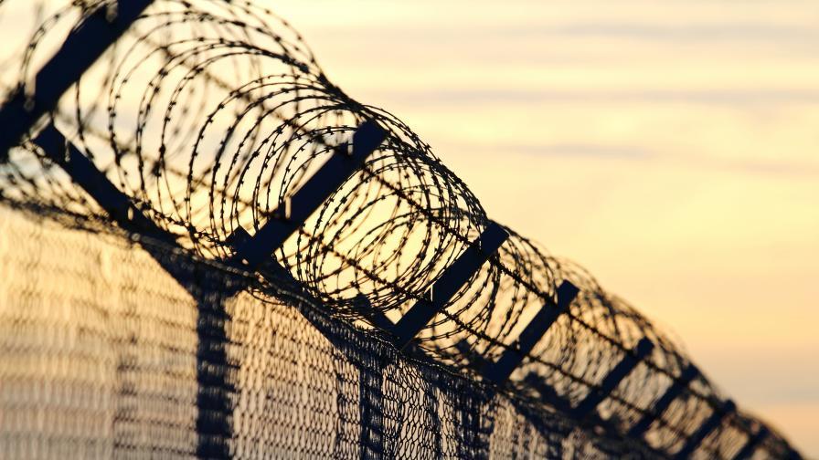 <p>Гърция издигна 40-километрова&nbsp;ограда по границата с Турция</p>
