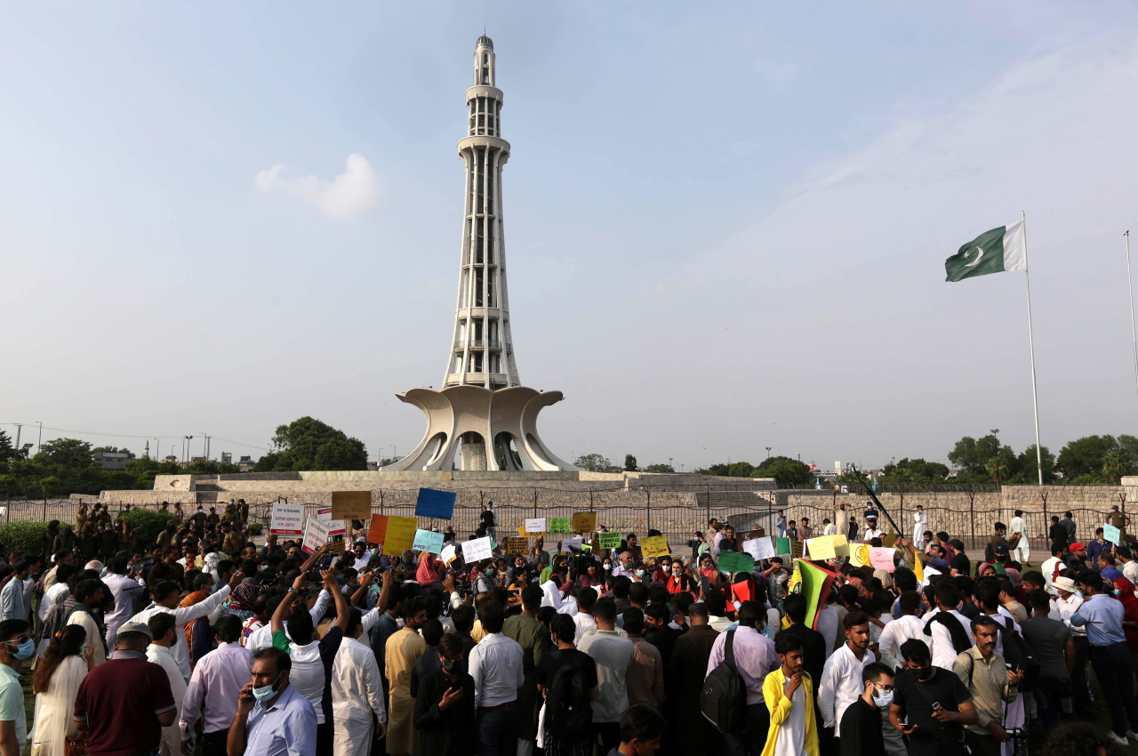 <p>Протестът срещу насилието над жени в Лахор, Пакистан</p>