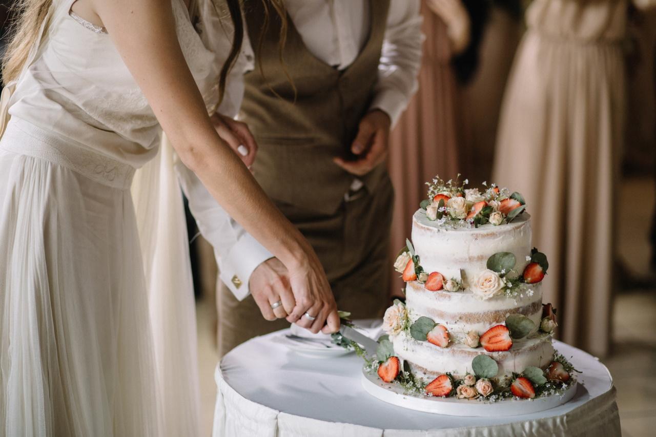 <p><strong>Везни</strong></p>  <p>Този знак е готов за брак от ранна възраст, те узряват за такъв съюз още на 22-23 години.</p>