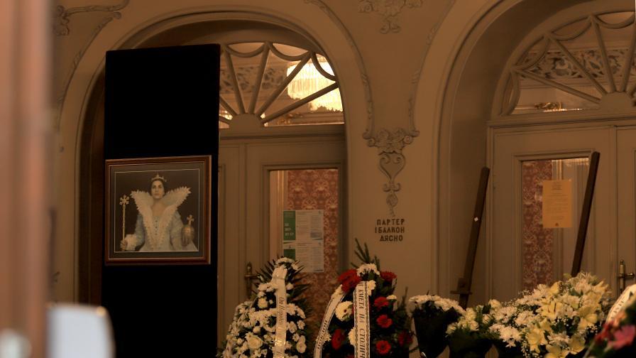 Близки и приятели си взеха последно сбогом с Виолета Бахчеванова