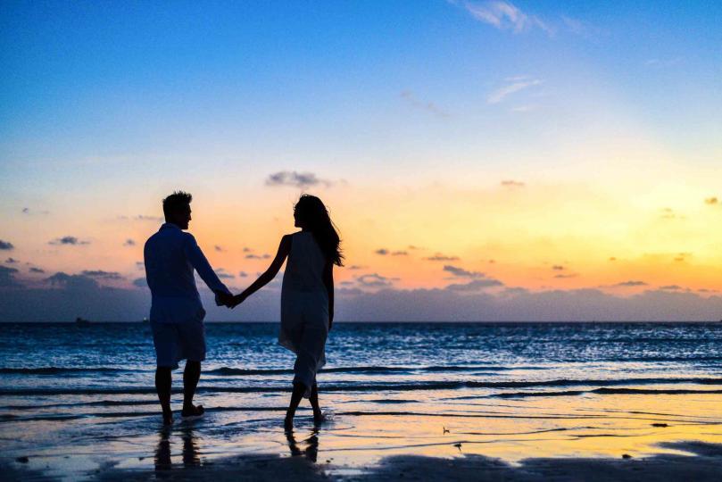 """<p><span style=""""color:#000000;""""><em><strong>&bdquo;Ще ти се посветя&ldquo;</strong></em></span></p>  <p>Връзките между хората са споделяне на време. Да посветиш част от своя живот на друг, да си с него, да го изслушаш, да го научиш, да преживеете нещо заедно.</p>  <p><strong>&bdquo;Ще ти се посветя&ldquo; е много по-важно днес, когато всички сме вперили поглед в екрани и хората до нас винаги са по-малко важни </strong>от хората на стотици километри...</p>  <p>&nbsp;</p>"""