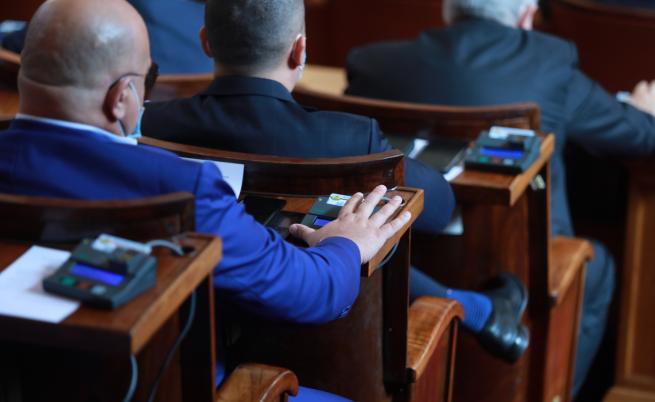 Спор в НС: Ваксините скараха депутатите
