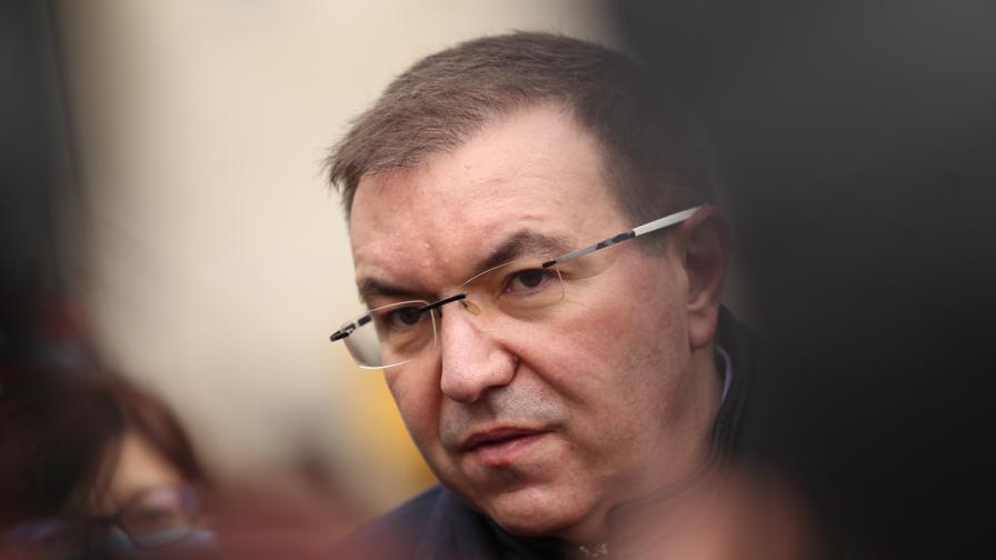 Кацаров: Безогледно са трупани дългове в Александровска, Ангелов отговори
