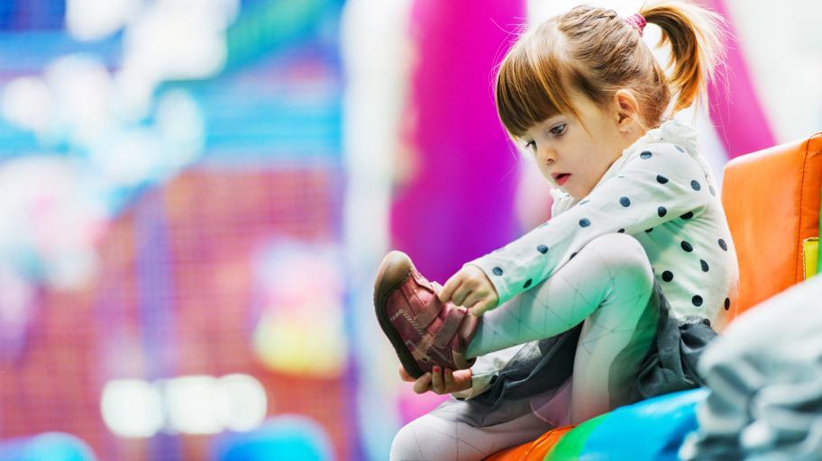 Отново на училище или градина? Вижте нашите съвети как този сезон да изберете нови обувки на детето онлайн