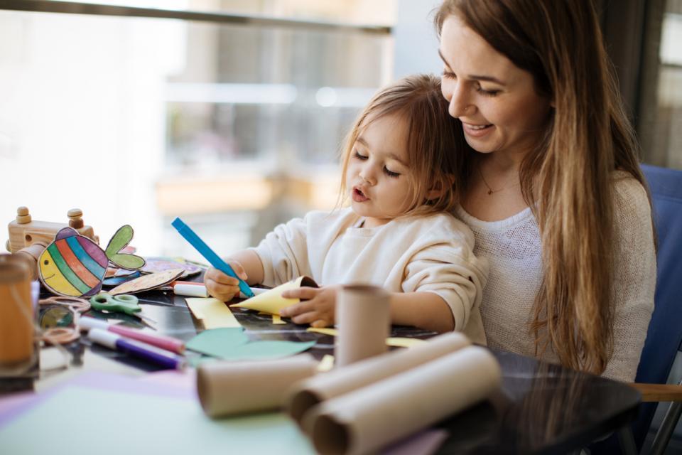 майка дъщеря дете родител момиче училище учене