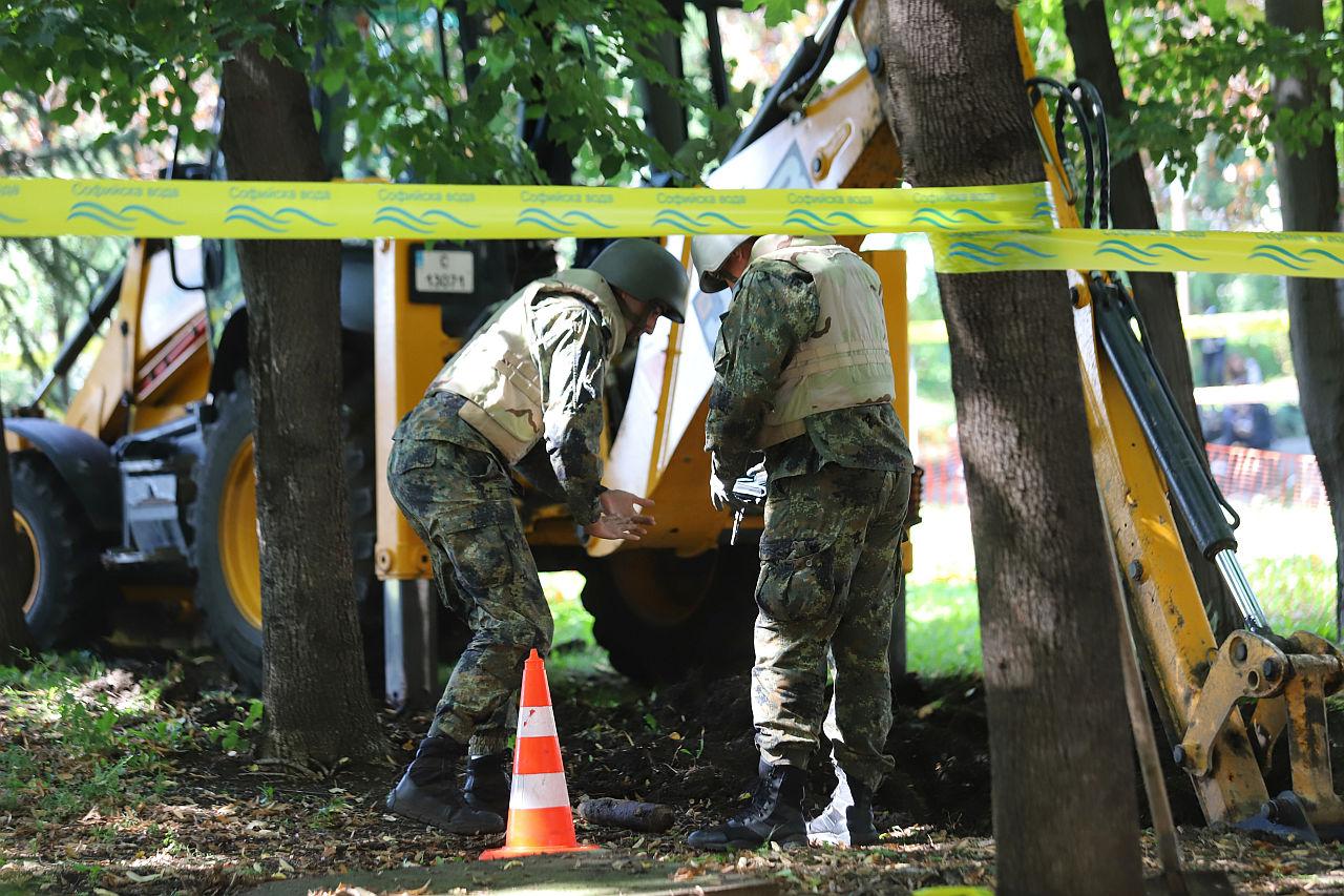 <p>Откриха невзривен снаряд в района на НДК</p>