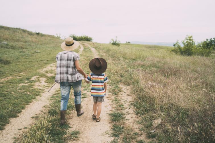 село майка дете разходка