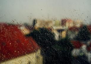 Облаци и дъжд в празничния ден
