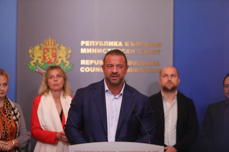 Властта обсъди с представители на туризма парите за сектора