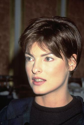 Линда Еванджелиста през 1999 година