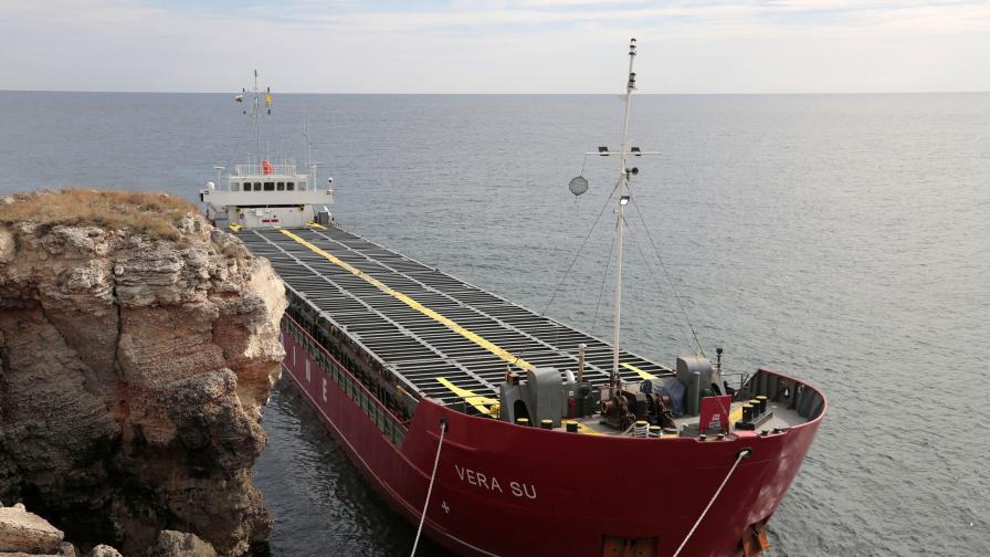 """Трима души от """"Vera Su"""" искат да напуснат кораба"""