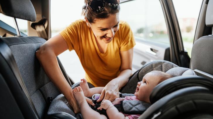 Кога детето ви трябва да премине към столче за кола, насочено напред?