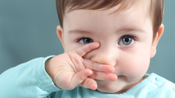 Какво да правим, когато нещо се заглещи в носа на малчугана?