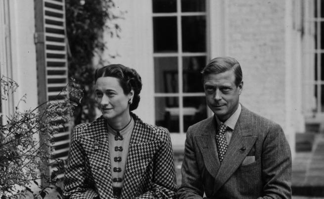 Заради любов: Кралските особи, които се отказаха от титлите си